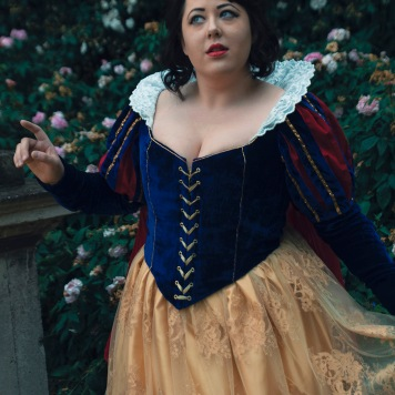 Snow White Disney cosplay uk costume comic con disney princess